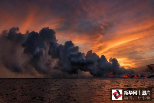 摄影师拍基拉韦厄火山岩浆流入海震撼画面