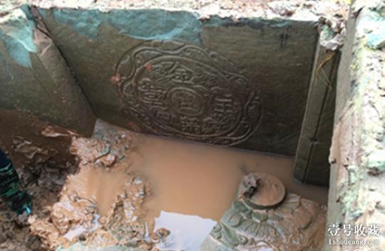 古墓内发现有精美的雕刻和数件文物