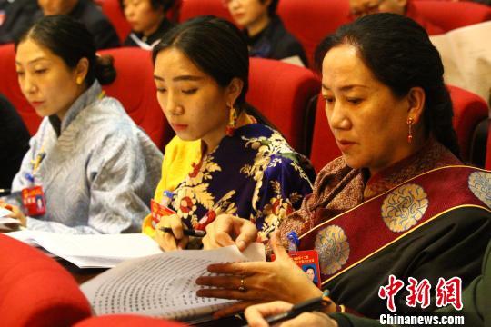 青海省十二届人大六次会议开幕