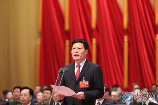 河南省十二届人大七次会议开幕 陈润儿作《政