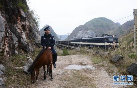 """坚守在深山里的铁路""""骑警"""""""
