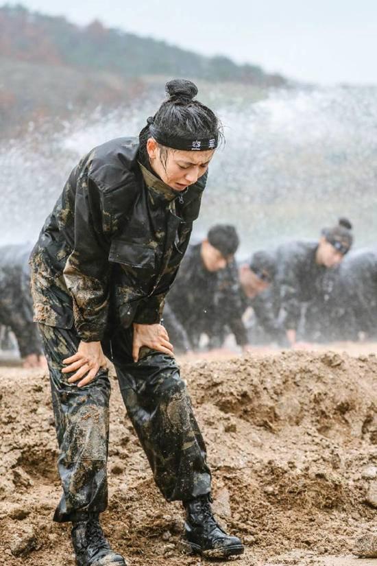 《真男2》猎人训练难度进阶 佟丽娅坚持集训不言弃