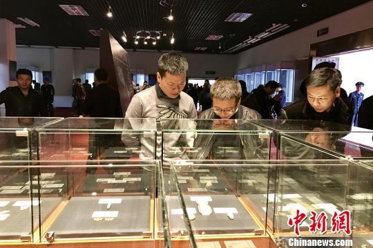 """首届""""中国民间藏玉(晋江)展""""在晋江市博物馆开展。 黄如萍 摄"""