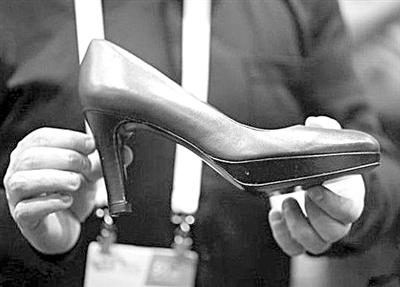 智能高跟鞋:可调节温度和鞋跟高度
