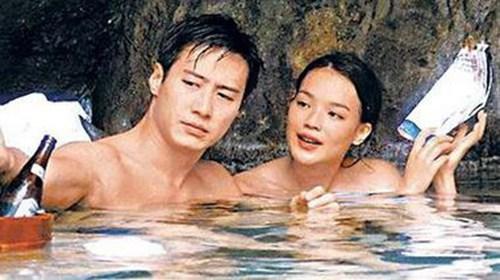事实上,黎明和舒淇1998年因拍电影《玻璃之城》擦出爱火,两人交往7年,却因部分粉丝反弹.
