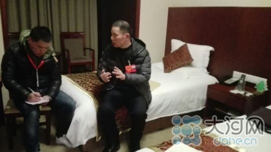 外地游客绕着郑州动物园转了6圈却没找到门 听听代表杨华民怎么说
