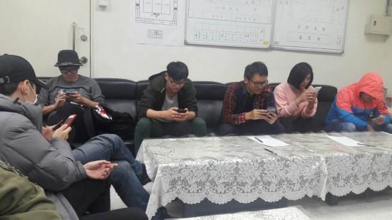 台湾行政部门对闯入抗议国民党党工谴责不提告