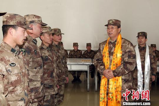 陆军青藏兵站部领导辗转数千公里慰问一线官兵