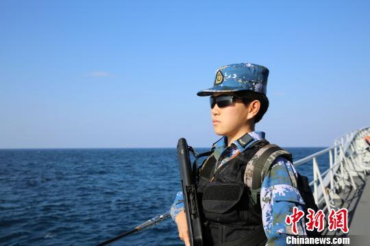 中国海军护航编队女子特战队员宋玺:北大学子逐梦亚丁湾