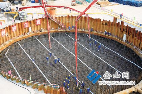 镇江长江大桥4号主墩承台首次浇筑完成
