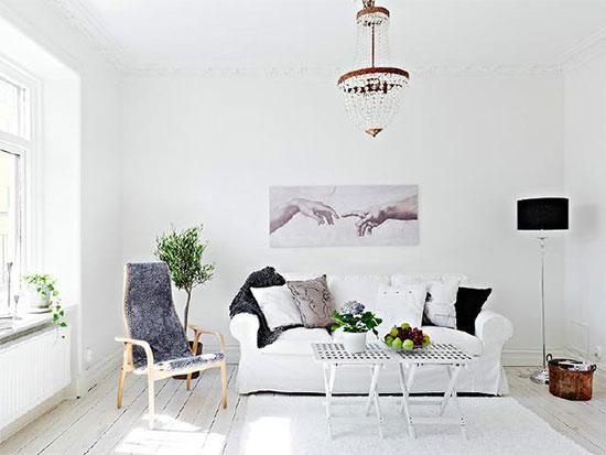 欧式田园的客厅,用白色系家具来装饰