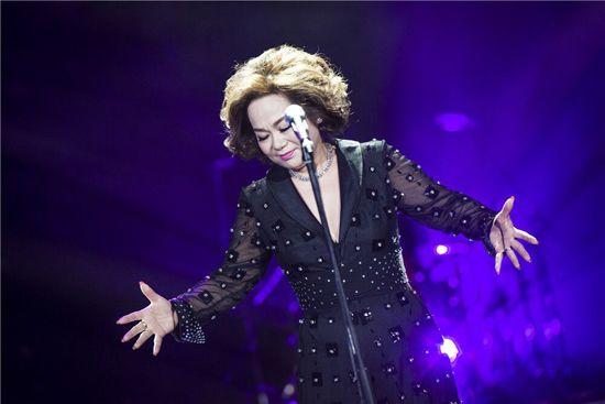 《歌手》今晚首播歌单曝光 林忆莲杜丽莎谭晶同台PK