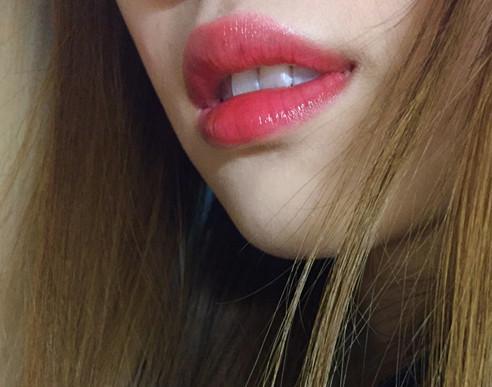 跟男神约会嘴唇干裂太尴尬 你怎么不选个水润的口红呢