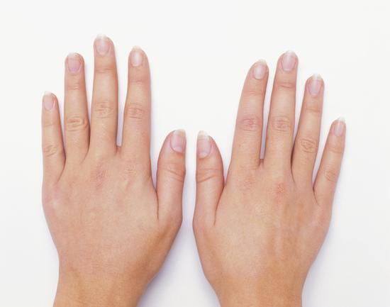 指甲表面有竖线三大原因