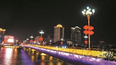 辉煌夜色迎新春 三亚浓浓节日气氛