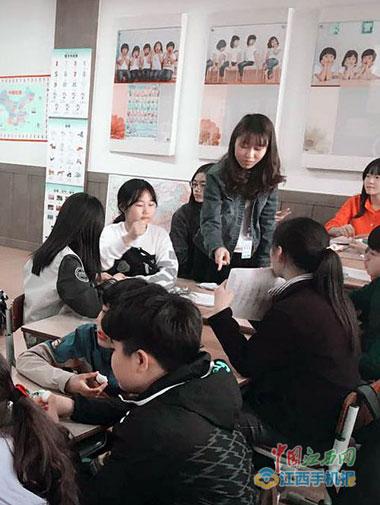瑞金江西一黑色在韩当教学志愿者要在韩国过帽子好看姑娘女生带的图片