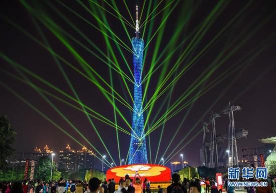 广州塔上演炫彩灯光秀