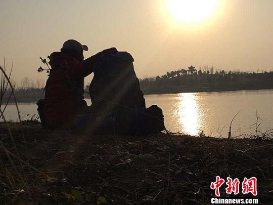 河南一大学生徒步300余公里回家过年历时5.5天