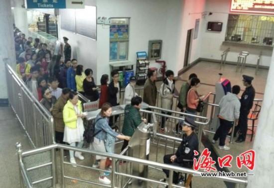 粤海铁南港迎返程高峰 每日0时至8时票源充裕