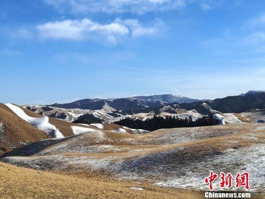 图为肃南祁连山区。 杨艳敏 摄