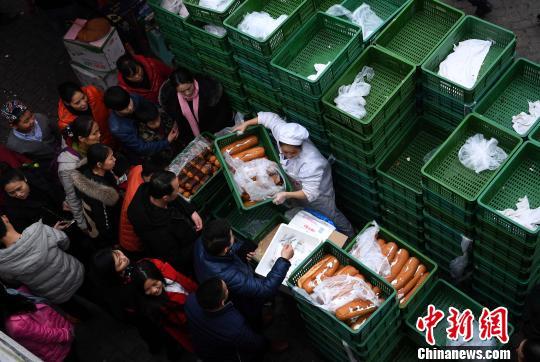 重庆热销1元大馒头春节假期每天卖10万个怎么样情趣内衣卖里面信微图片