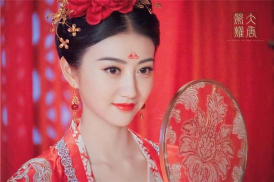《大唐荣耀》曝大婚剧照 景甜任嘉伦初识三天闪婚