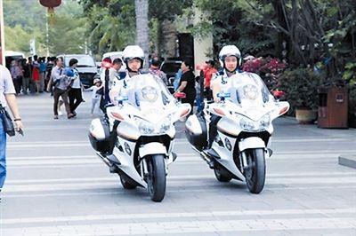 节日却坚守服务游客 三亚景区处处展现温情