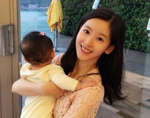 刘强东自曝不是外貌控 无视奶茶妹妹外貌
