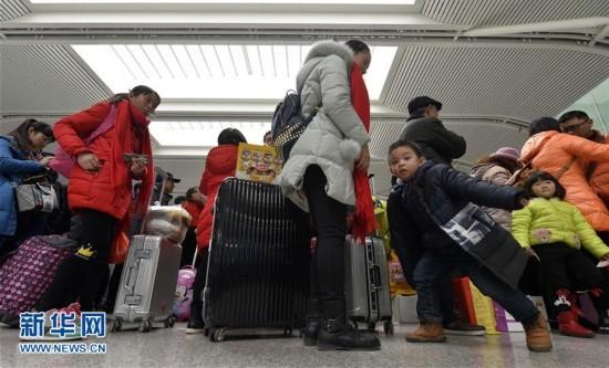 """5199.3万人次――春节假期铁路""""有点忙""""(组图)"""
