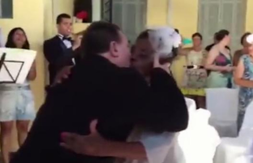 106岁老妇与66岁男友订婚 成世界最老新人
