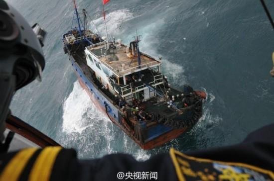 台湾海峡一中国籍渔船遇险 救援现场曝光【2】