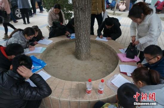 河南自贸区招114名窗口服务人员 千人竞争