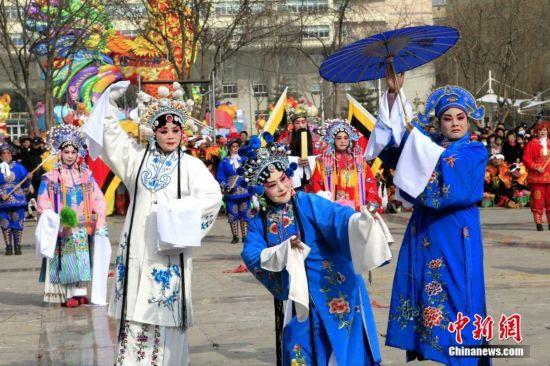 青海传统戏剧闹新春 呼吁传承中华国粹(组图)