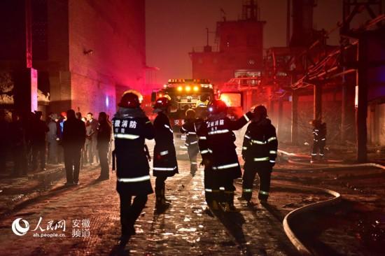 【高清组图】铜陵一化工厂爆炸火势得到控制