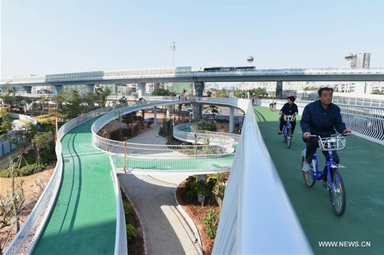 China's first bicycle path in the air, at a length of 7.6 kilometers, started a trial run on Jan. 26 in Xiamen.