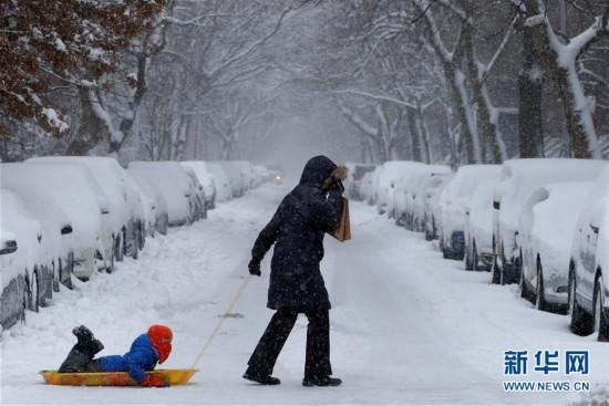 (外代一线)(2)美国东北部遭遇暴雪 5000万人生活受影响
