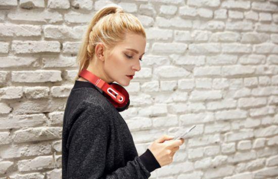 美国知名媒体点赞1MORE轻智能头戴式耳机!2
