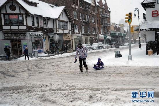 (外代一线)(9)美国东北部遭遇暴雪 5000万人生活受影响