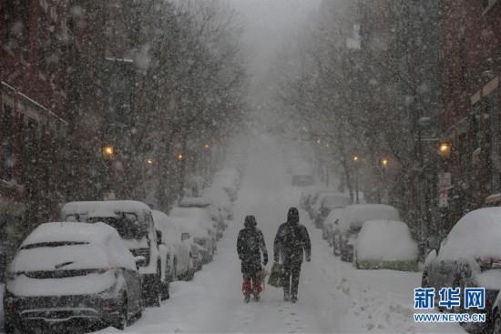 (外代一线)(8)美国东北部遭遇暴雪 5000万人生活受影响