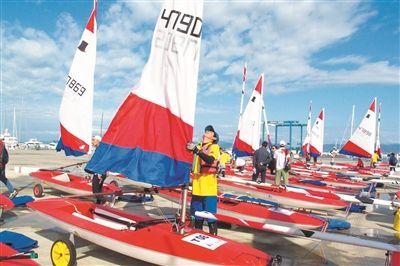 全国124名青少年帆船选手齐聚三亚切磋技艺