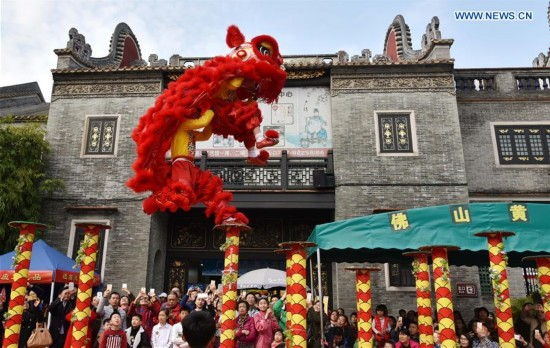 Lion dance held to greet the New Year, S China
