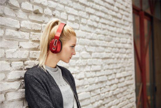 美国知名媒体点赞1MORE轻智能头戴式耳机!6