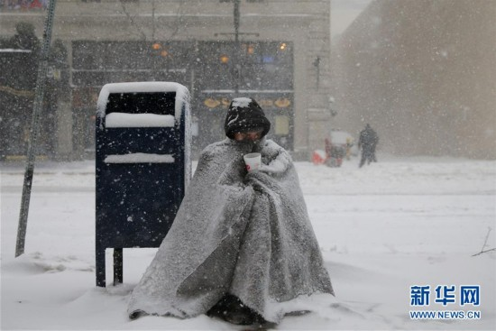 (外代一线)(6)美国东北部遭遇暴雪 5000万人生活受影响
