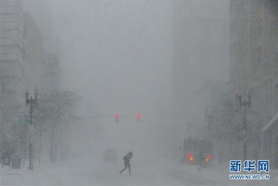 (外代一线)(5)美国东北部遭遇暴雪 5000万人生活受影响