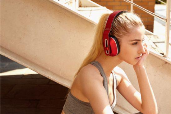 美国知名媒体点赞1MORE轻智能头戴式耳机!5