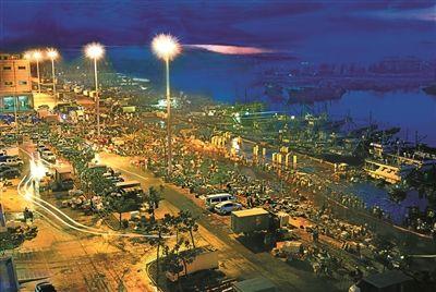崖州中心渔港码头交易繁忙 开春渔港鱼市旺
