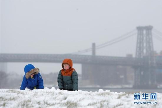 (外代一线)(3)美国东北部遭遇暴雪 5000万人生活受影响