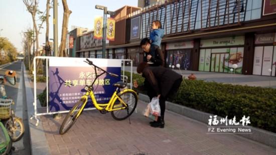 榕购物中心争设共享单车停放区 意在借此增加客流