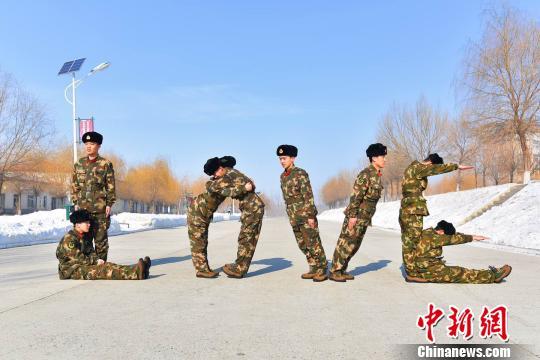 """黑龙江:武警官兵摆""""LOVE""""造型示爱远方的""""她"""""""