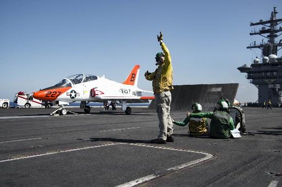 美军核航母编队到关岛 酝酿加大南海巡航力度